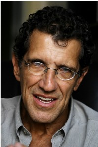"""Carlos Augusto Monteiro:  """"Ela (a comida) não pode basicamente ser feita pela indústria de alimentos"""""""