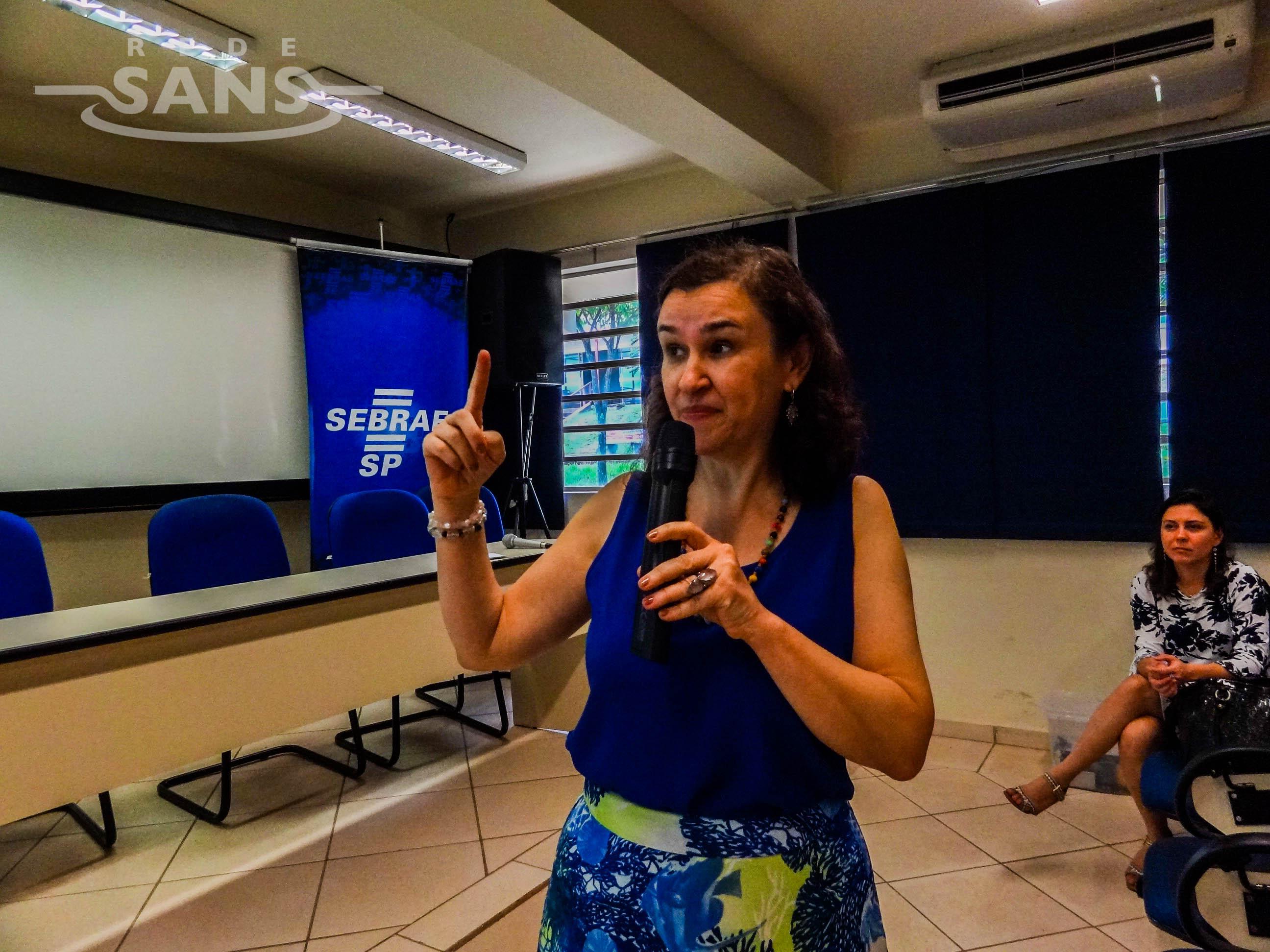 Professora Maria Rita em uma das oficinas realizadas pela Rede Sans no interior de São Paulo (FOTO: Solon Neto / Rede Sans)
