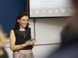 Professora Dra. Maria Rita Marques de Oliveira, coordenadora do INTERSSAN